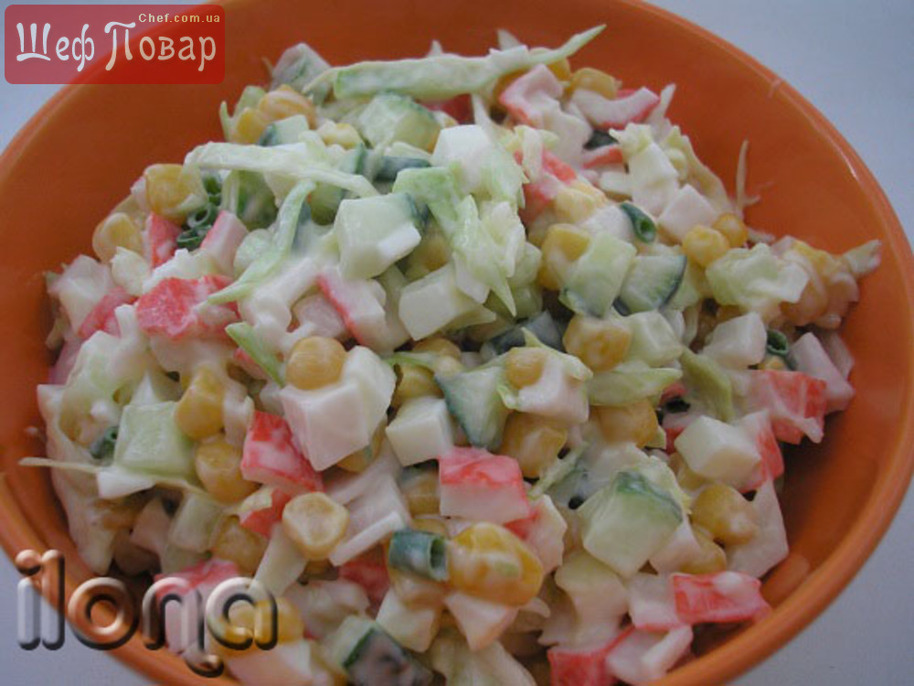 Быстрый салат из крабовых палочек и кукурузы