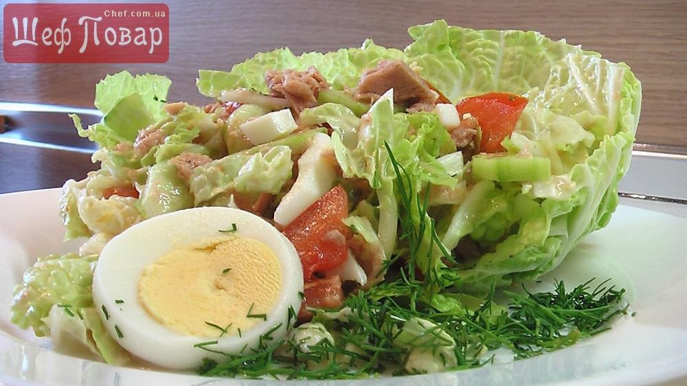 салат с тунцом и пекинской капустой и яйцом