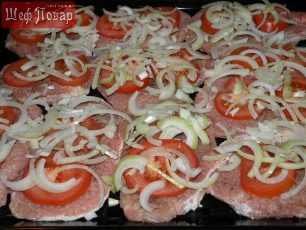 Как готовить свинину в духовке с грибами и