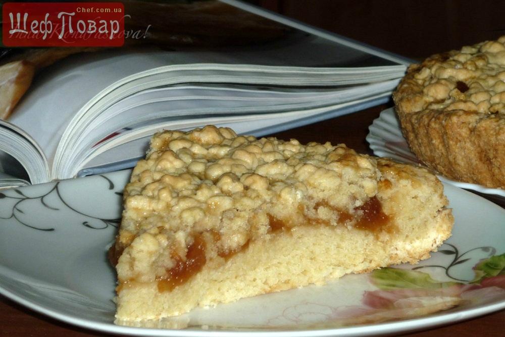 Пирог из тертого теста с творогом и вареньем