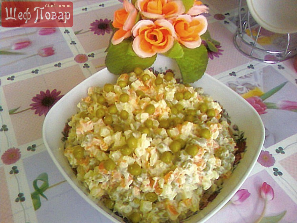 Салат овощной из картофеля, моркови и зеленого горошка