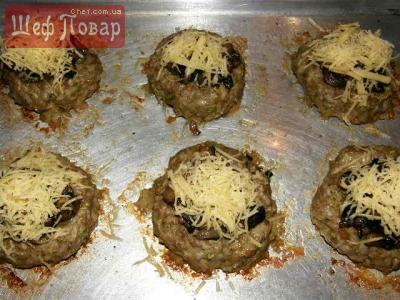 Фарш с грибами и сыром в духовке