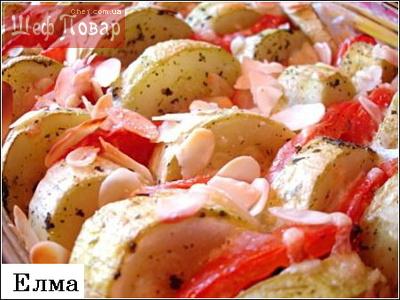 Кабачки, запечённые с помидорами, под миндалём и сыром