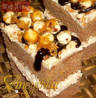 Шоколадно-ореховые пирожные с карамельным кремом